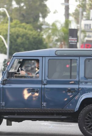 Elisabetta Canalis - Spotted in her Land Rover Defender in Los Angeles