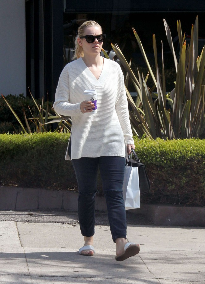 Elisha Cuthbert out in Hollywood