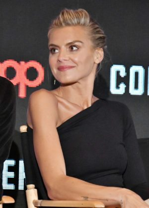 Eliza Coupe - 'Future Man' Panel 2017 New York Comic Con