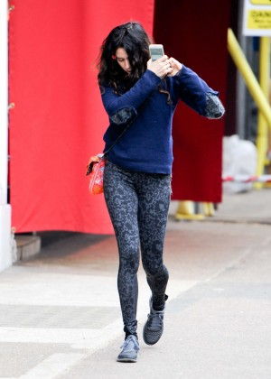 Eliza Doolittle in Tights -08