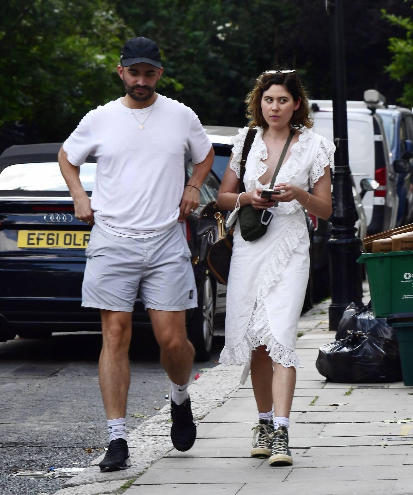 Eliza Doolittle 2021 : Eliza Doolittle – with a mystery male friend in North London-02
