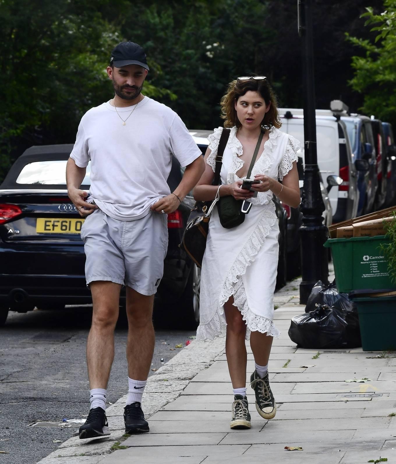 Eliza Doolittle 2021 : Eliza Doolittle – with a mystery male friend in North London-04