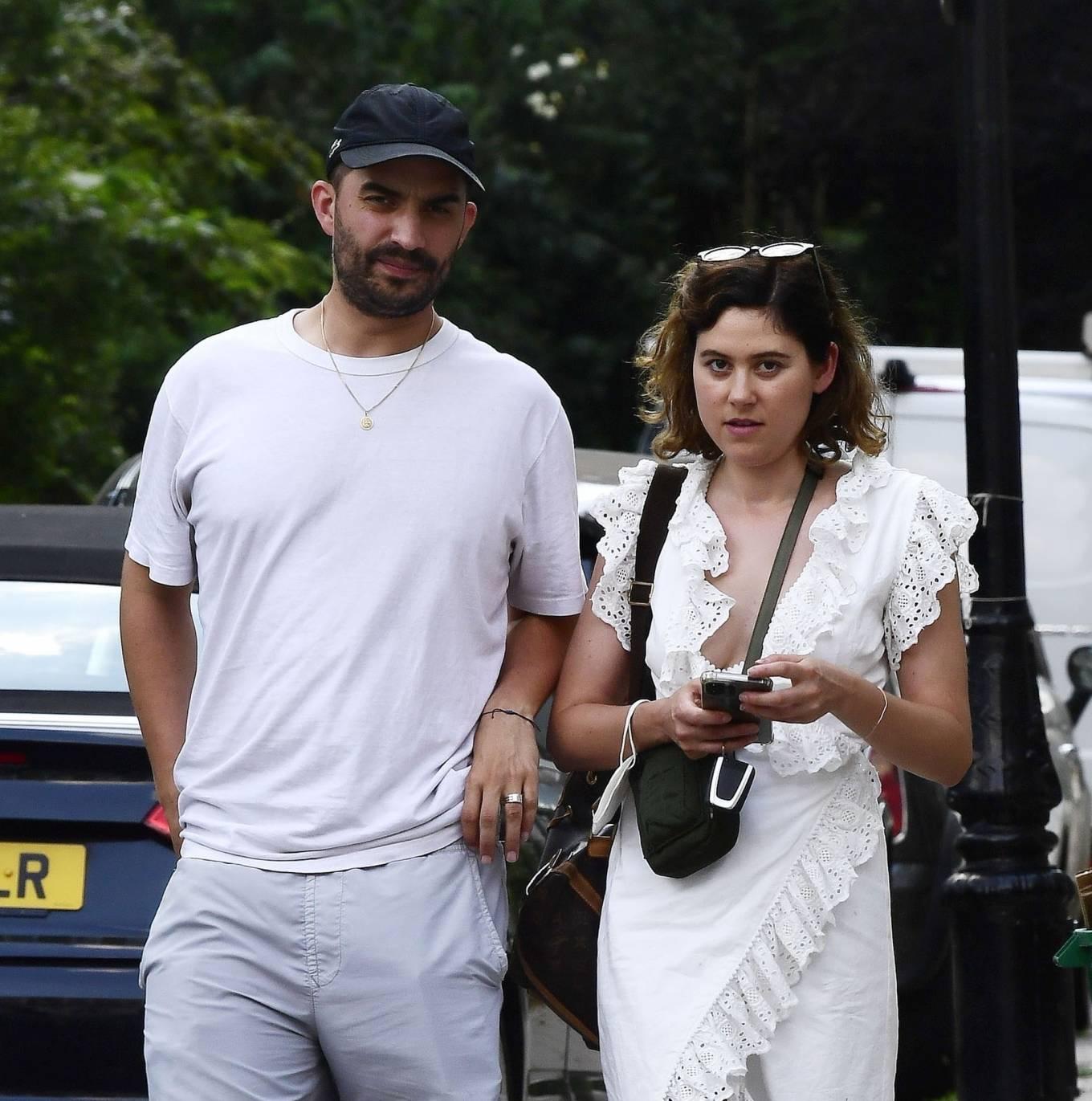 Eliza Doolittle 2021 : Eliza Doolittle – with a mystery male friend in North London-05