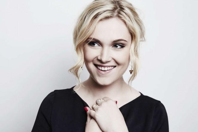 Eliza Taylor - 2016 Winter TCA Portrait