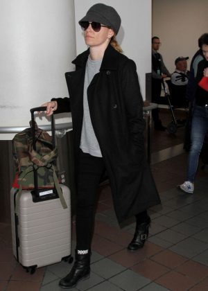 Elizabeth Banks Arrives at LAX airport in Los Angeles