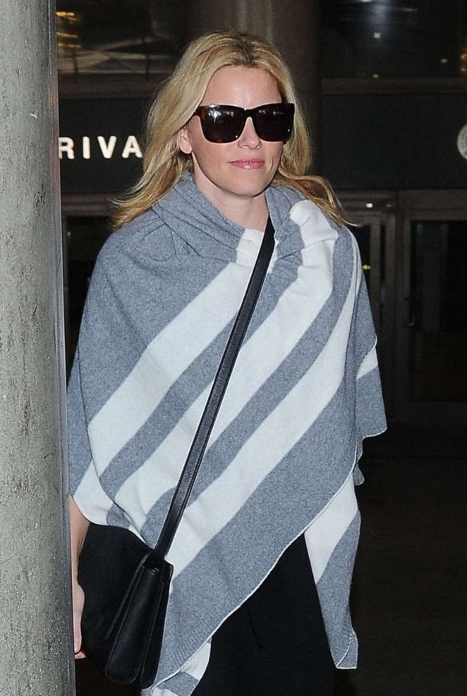 Elizabeth Banks - Arriving at LAX in Los Angeles