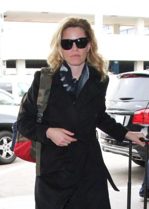 Elizabeth Banks at LAX Airport in Los Angeles