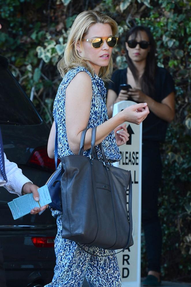 Elizabeth Banks - CFDA Vogue Fashion Fund Show and Tea in LA