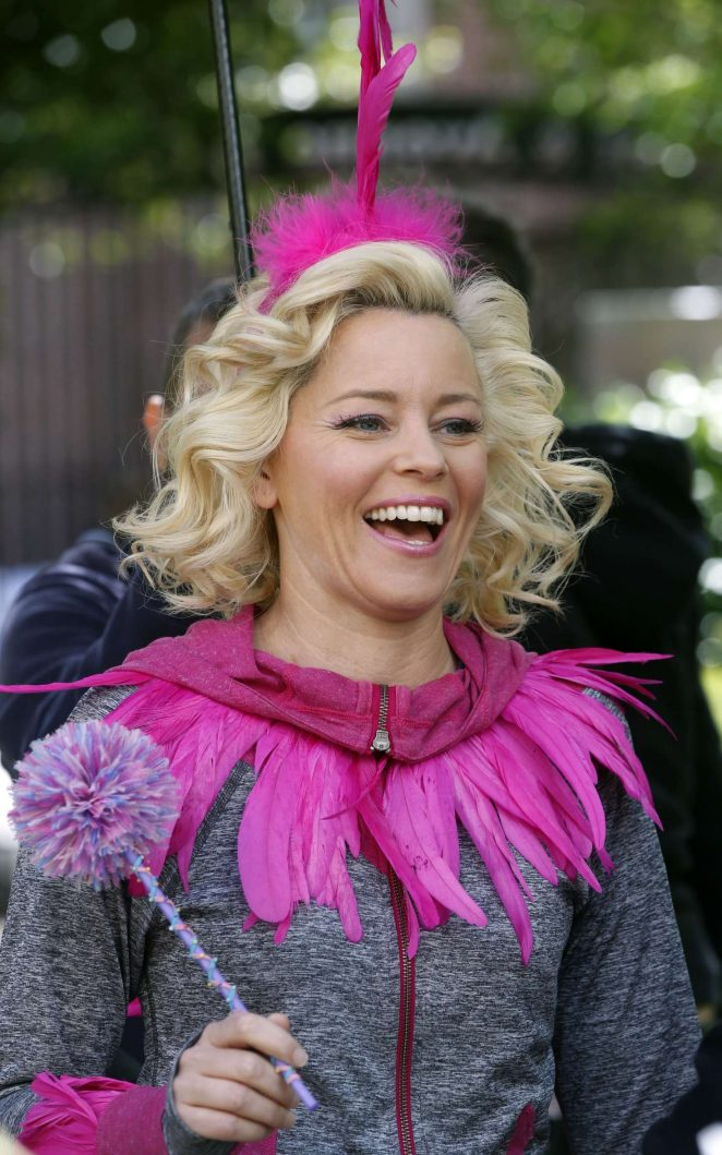 Elizabeth Banks films a scene with 'The Muppets' in New York