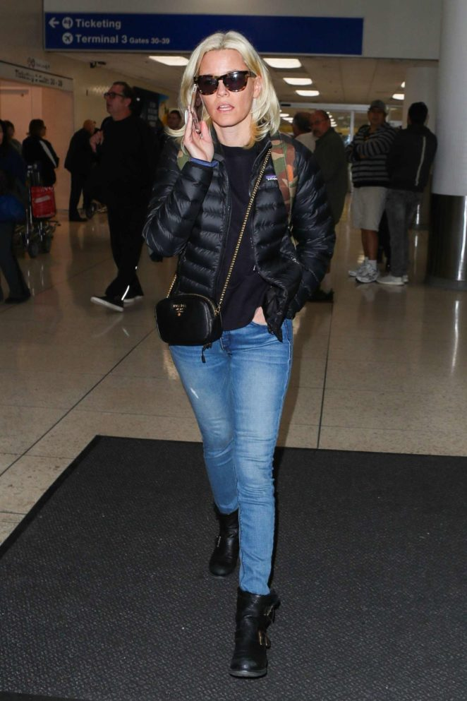 Elizabeth Banks in Jeans at LAX International Airport in Los Angeles