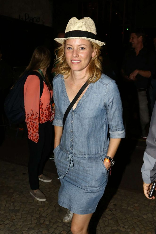 Elizabeth Banks in Jeans Dress at Giuseppe Grill in Rio de Janeiro