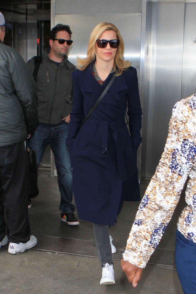 Elizabeth Banks : LAX Airport -01