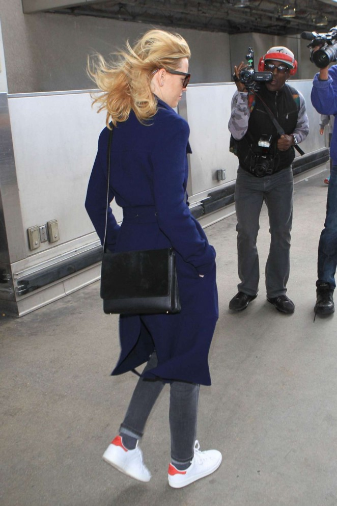 Elizabeth Banks : LAX Airport -04
