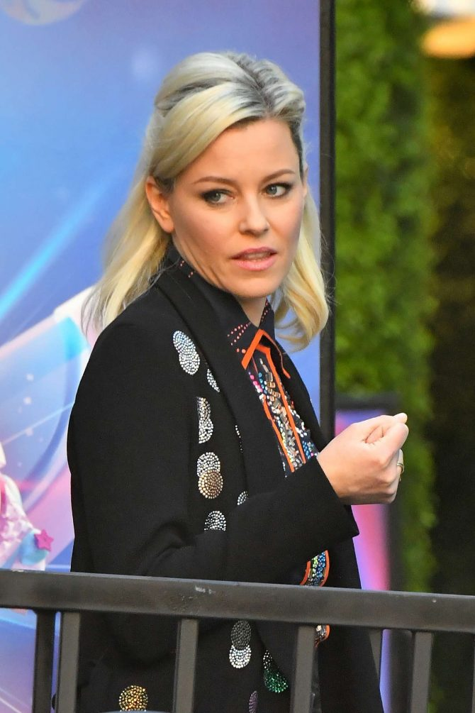 Elizabeth Banks – Leaves a Press event for the Lego Movie in LA