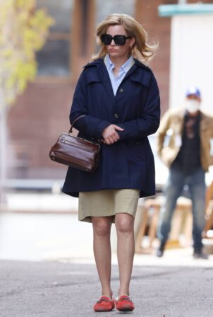 Elizabeth Banks - on the set of 'Call Jane' filming in Hartford - Connecticut