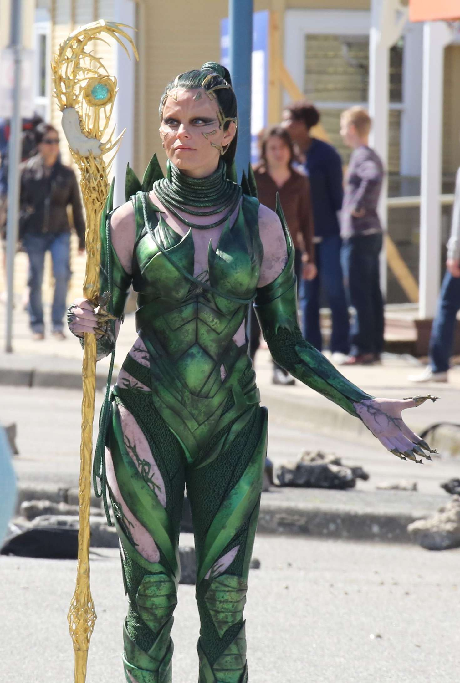 Elizabeth Banks On The Set Of Power Rangers In Vancouver Gotceleb