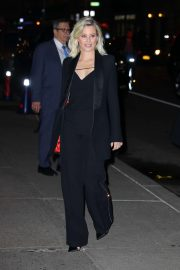 Elizabeth Banks - Out in New York
