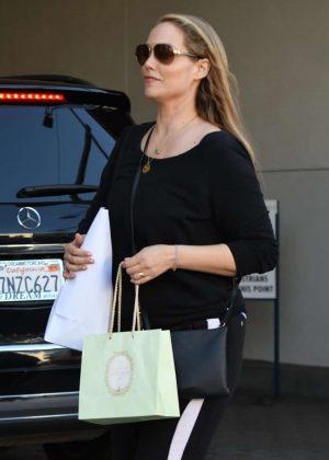Elizabeth Berkley - Shopping in Los Angeles