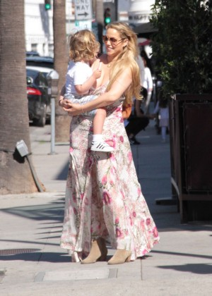 Elizabeth Berkley with her daughter shopping in Beverly Hills