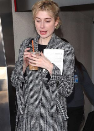 Elizabeth Debicki - Arriving at LAX Airport in Los Angeles