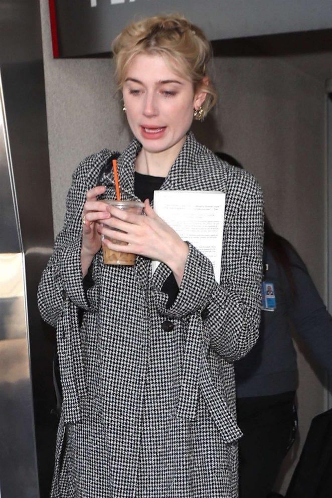 Elizabeth Debicki – Arriving at LAX Airport in Los Angeles