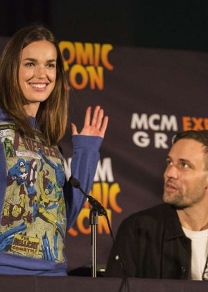Elizabeth Henstridge - MCM Comic Con 2016 in London