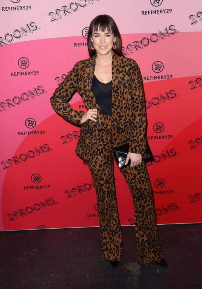 Elizabeth Henstridge – Refinery29's 29rooms Los Angeles 2018: Expand Your Reality photocall