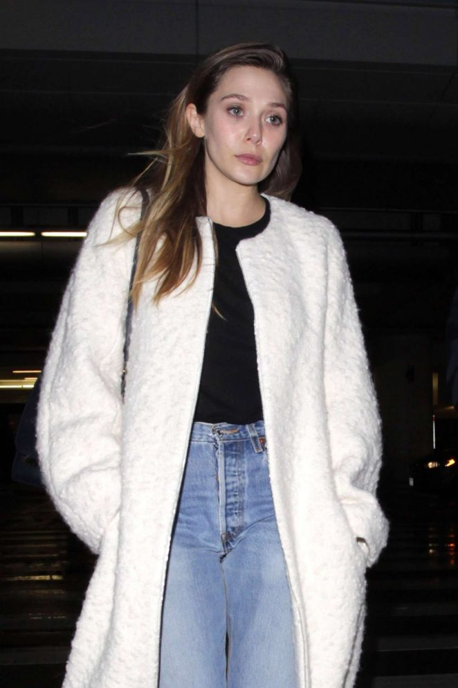 Elizabeth Olsen – Arrives at LAX Airport in Los Angeles