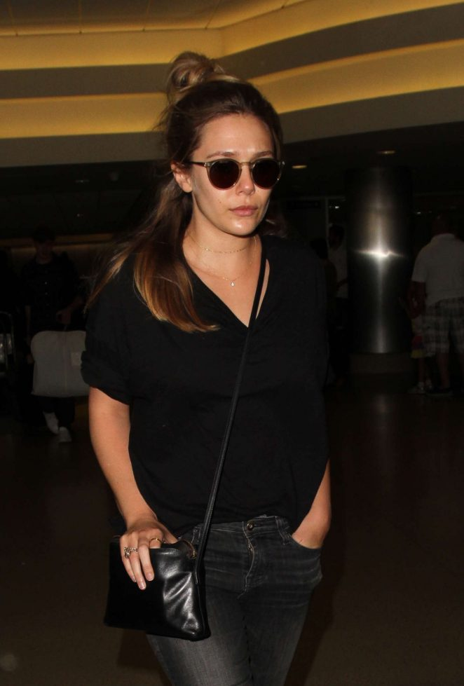Elizabeth Olsen - Arrives at Los Angeles International Airport