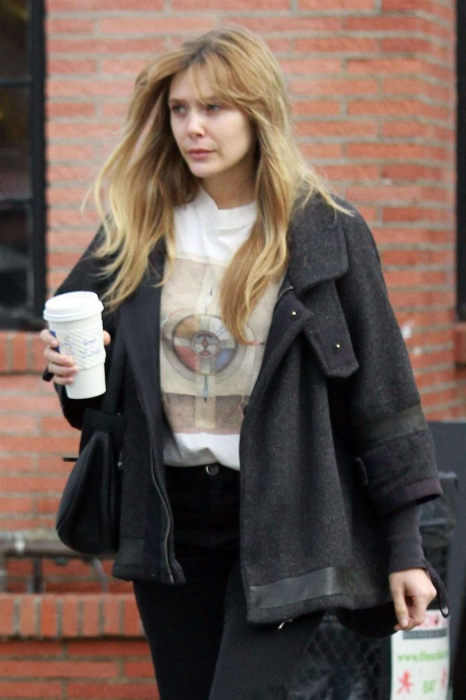 Elizabeth Olsen at Alfred's for a coffee in Studio City