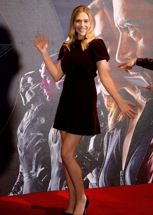Elizabeth Olsen - 'Captain America: Civil War' Photocall in London