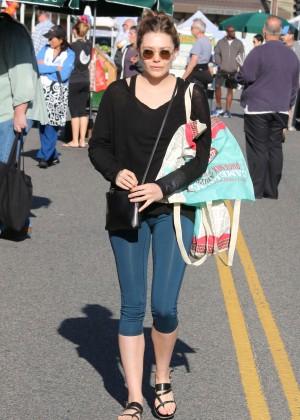 Elizabeth Olsen in Tight Leggings at Farmer's market in LA