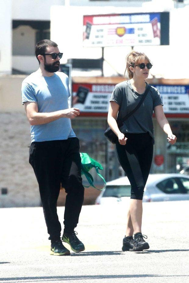 Elizabeth Olsen - Grocery shopping in LA