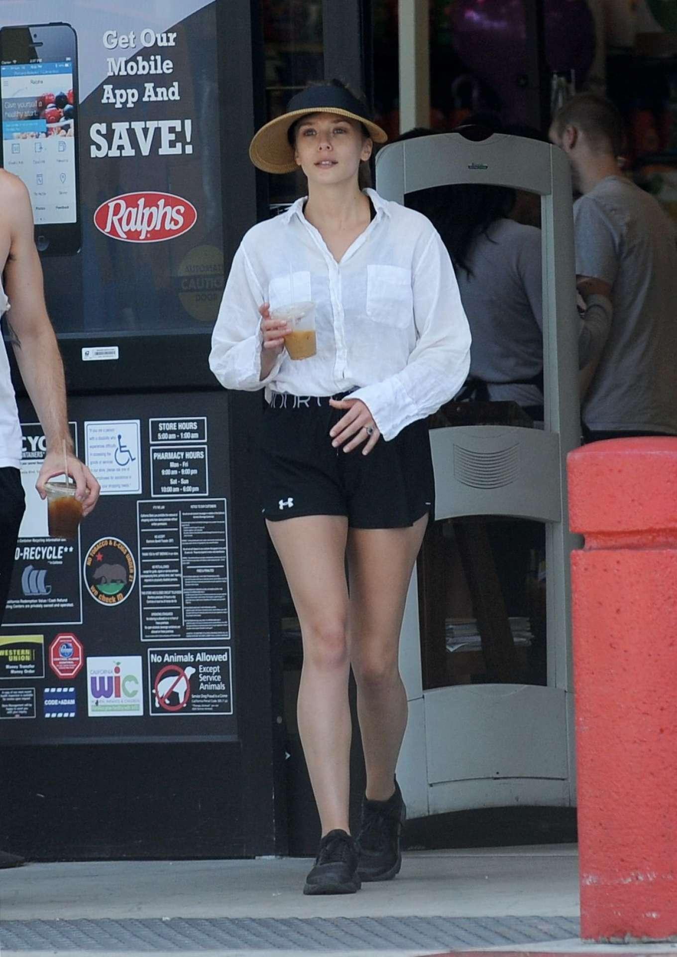 Elizabeth Olsen 2019 : Elizabeth Olsen – Grocery shopping in Sherman Oaks-01