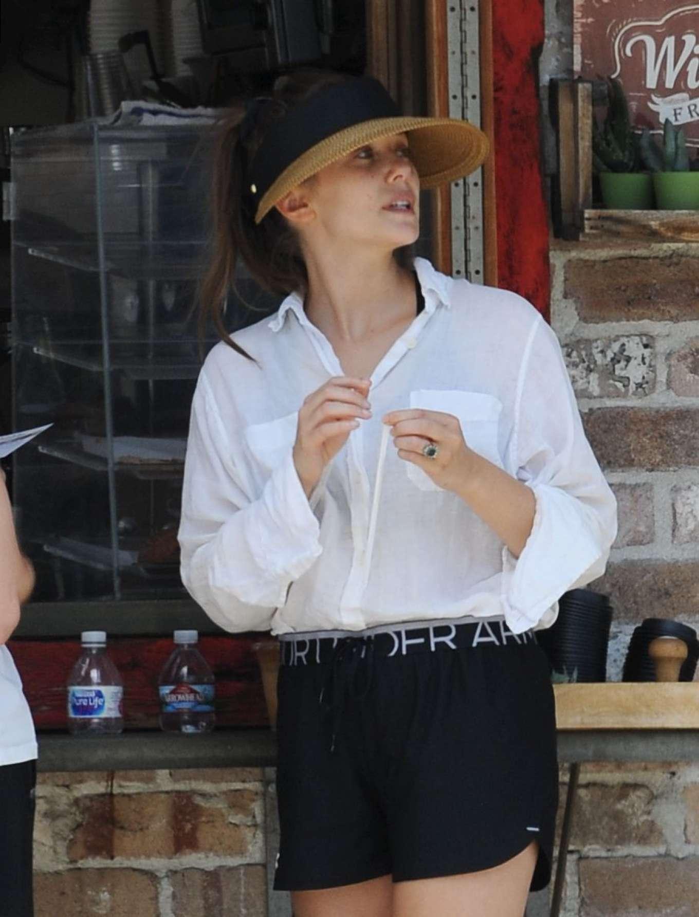 Elizabeth Olsen 2019 : Elizabeth Olsen – Grocery shopping in Sherman Oaks-18