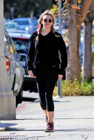 Elizabeth Olsen - In a black Nike leggings out in Los Angeles