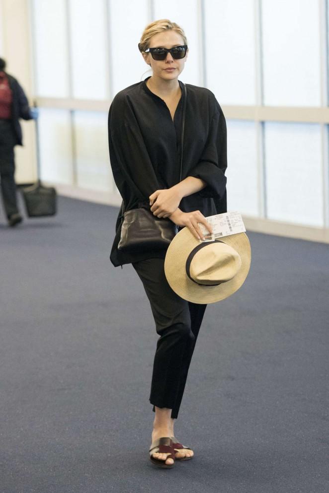 Elizabeth Olsen - JFK airport in NYC