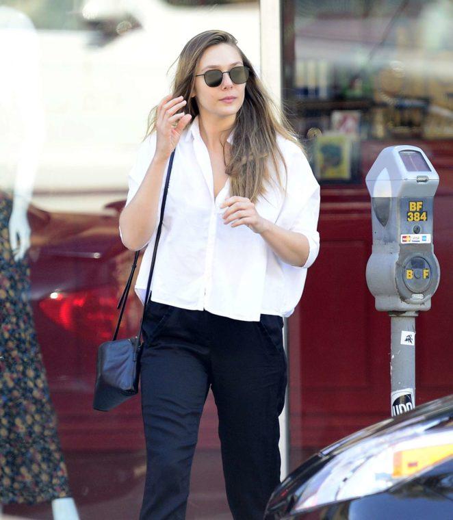 Elizabeth Olsen - Leaves a waxing salon in LA