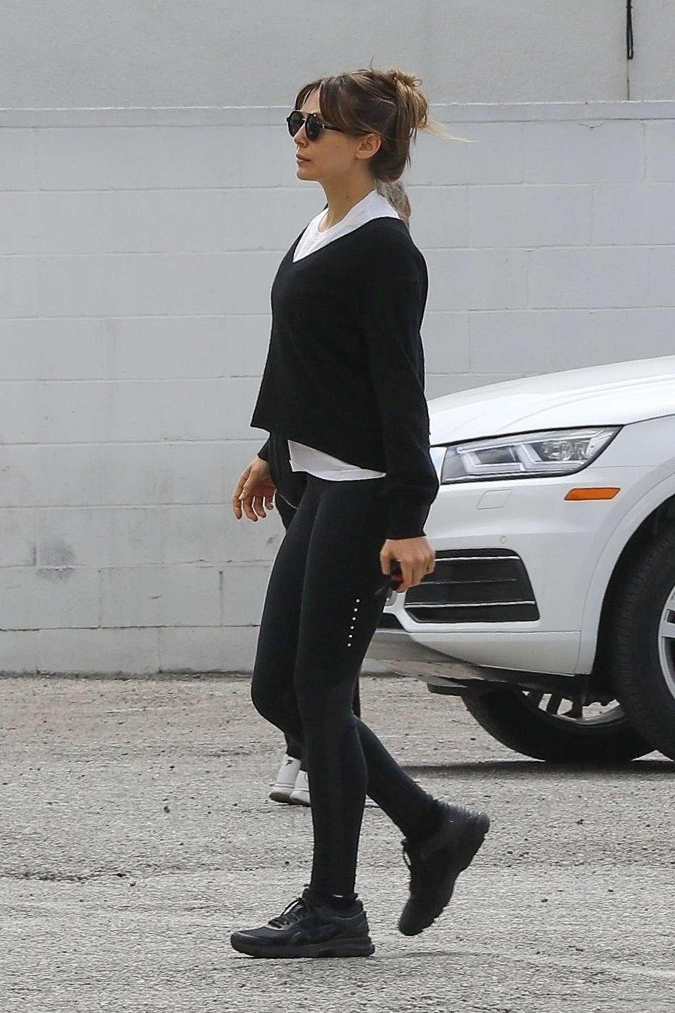 Elizabeth Olsen 2019 : Elizabeth Olsen: Leaving the gym in Los Angeles-06