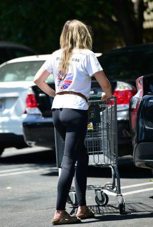 Elizabeth Olsen - Leaving Whole Foods in Los Angeles