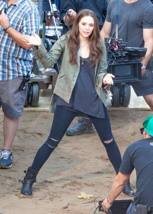 Elizabeth Olsen in Ripped Jeans on Captain America Civil War -01