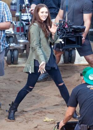 Elizabeth Olsen in Ripped Jeans on Captain America Civil War -04