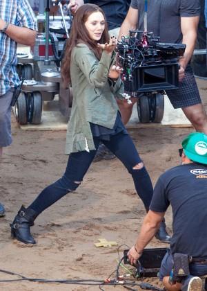 Elizabeth Olsen in Ripped Jeans on Captain America Civil War -05