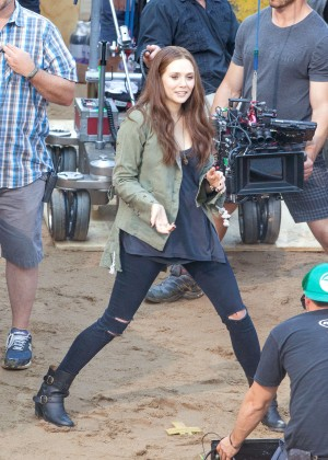 Elizabeth Olsen in Ripped Jeans on Captain America Civil War -07