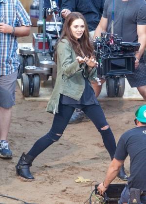 Elizabeth Olsen in Ripped Jeans on Captain America Civil War -08