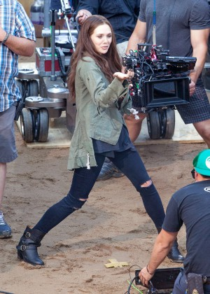 Elizabeth Olsen in Ripped Jeans on Captain America Civil War -11