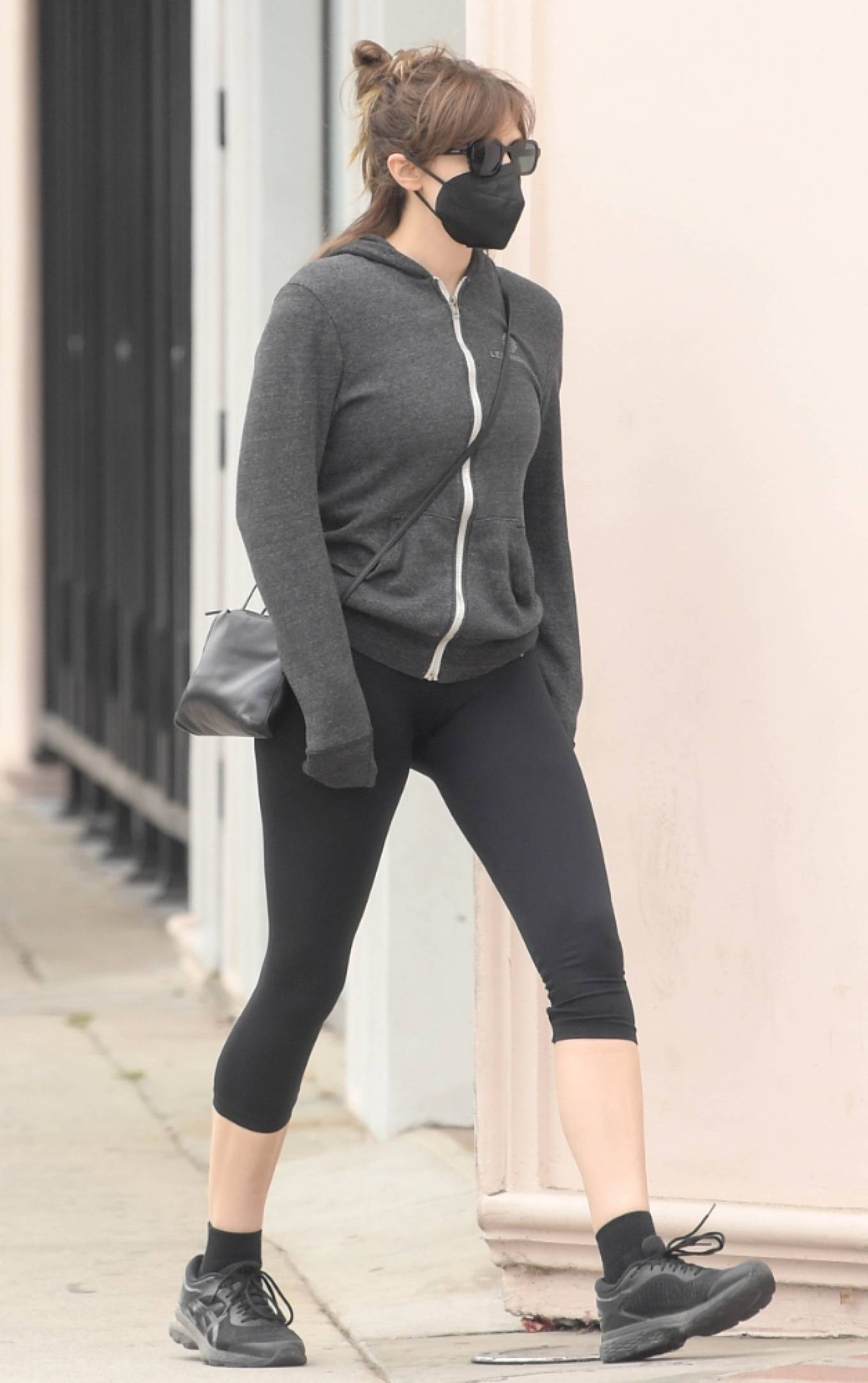 Elizabeth Olsen 2021 : Elizabeth Olsen – Out in Studio City-06