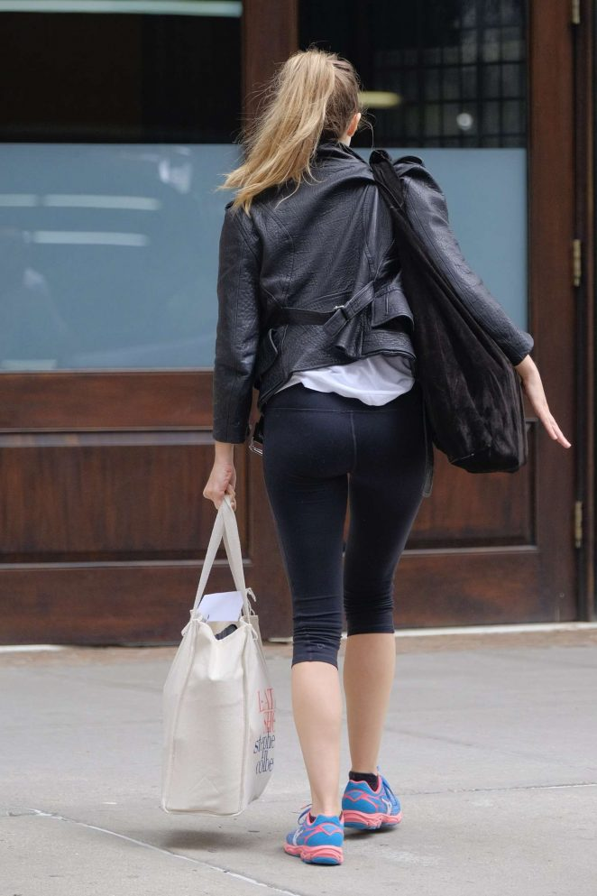 Elizabeth Olsen returning to her hotel in NYC