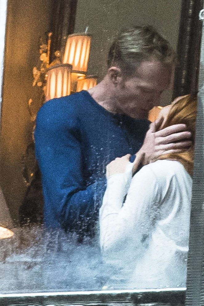 Elizabeth Olsen - Shares a kiss with Paul Bettany on set in Edinburgh