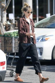 Elizabeth Olsen - Shopping at Erewhon Market in LA